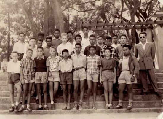 Bahut 1957, 4ème B2